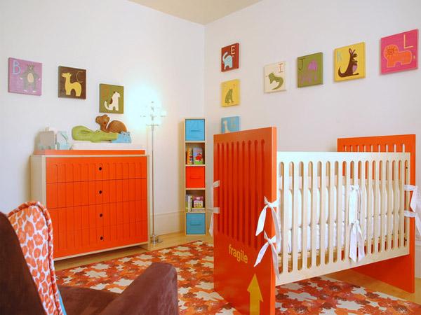 дизайн детской комнаты с мебелью из дерева